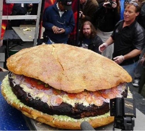 World's Largest Hamburger Contender from Canada Weighed In at 590 Pounds 03