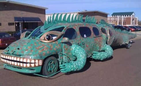 Iguana Art Car Side View