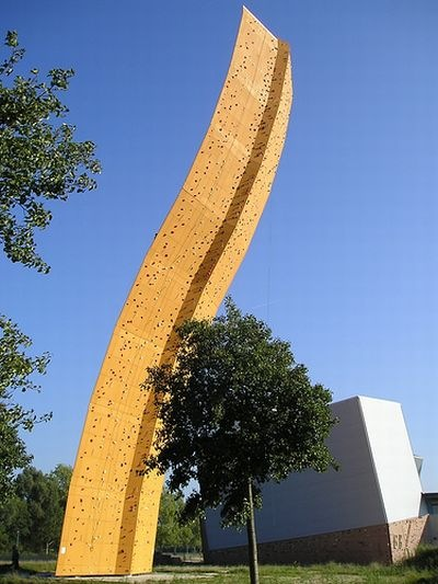worlds_tallest_climbing_wall_02