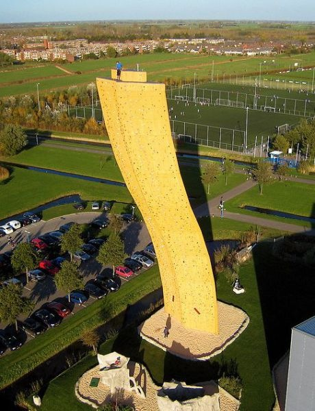 worlds_tallest_climbing_wall_10