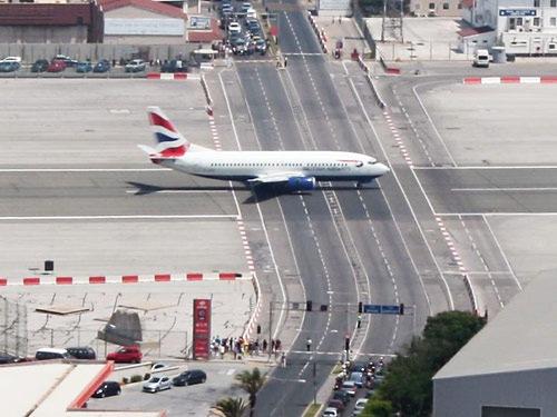 [Gibraltar Airport[3].jpg]