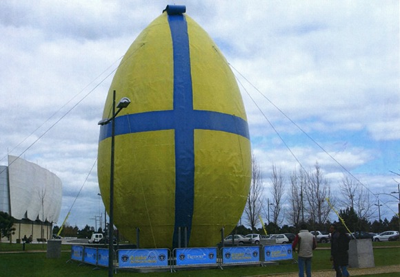 Guinness_Record_Worlds_Largest_Decorated_Easter_Egg_Freeport _Alcochete_Portugal_2008