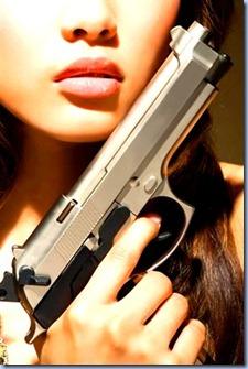 miss-mafia-donna-pistola_280x0