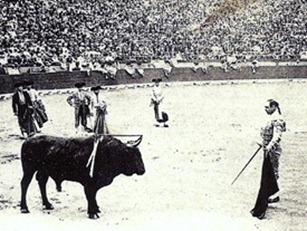 Mazzantini preparando la muerte Valencia Julio 1902_thumb[3]