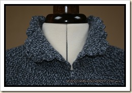 Gilet gris- closeup neck