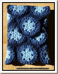 Pochette bleue - granny hexagon