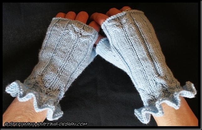 Azurine mittens