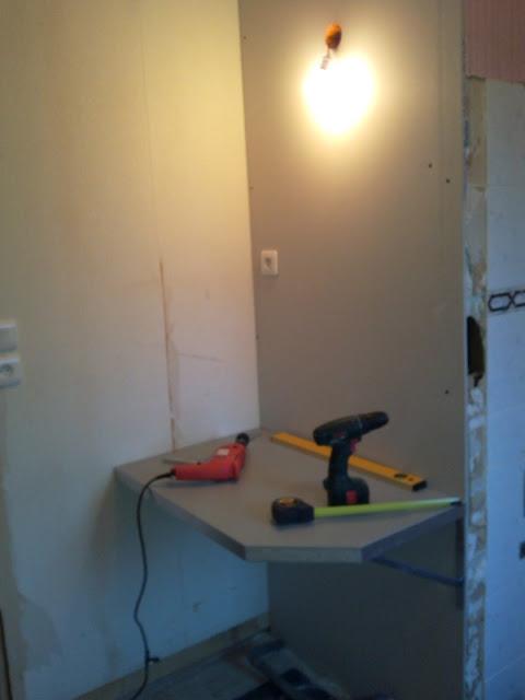 r aliser un plan de toilette suspendu pour vasque poser 27 messages. Black Bedroom Furniture Sets. Home Design Ideas