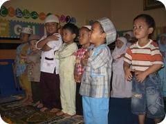 Mengajari Anak-anak Sholat