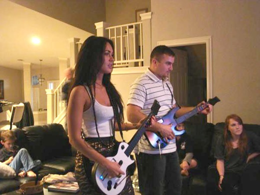 megan-fox-guitar-hero-02