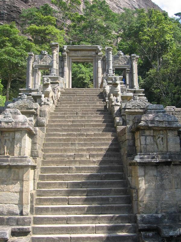 yapahuwa sri lanka stone staircase