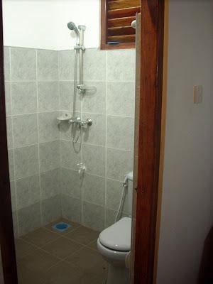 drifters hotel narigama hikkaduwa sri lanka bathroom toilet shower
