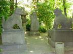 東京さぬき倶楽部中庭・三田八幡宮古跡碑