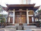 麻布郷の鎮守と伝わる「善福寺開山堂」