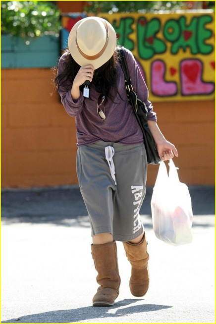 vanessa-hudgens-hide-hat-01