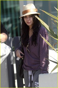 vanessa-hudgens-hide-hat-03