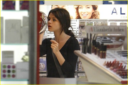 selena-gomez-old-navy-09
