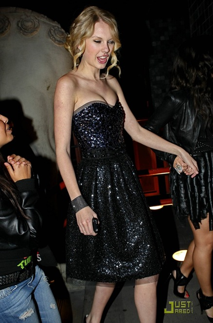 miley-cyrus-girls-night-out-10