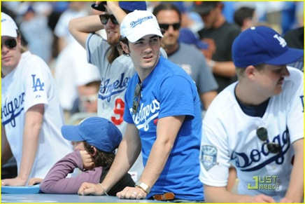 jonas-brothers-la-dodgers-game-04