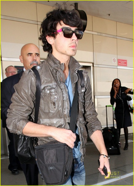 joe-jonas-repeat-outfit-offender-01