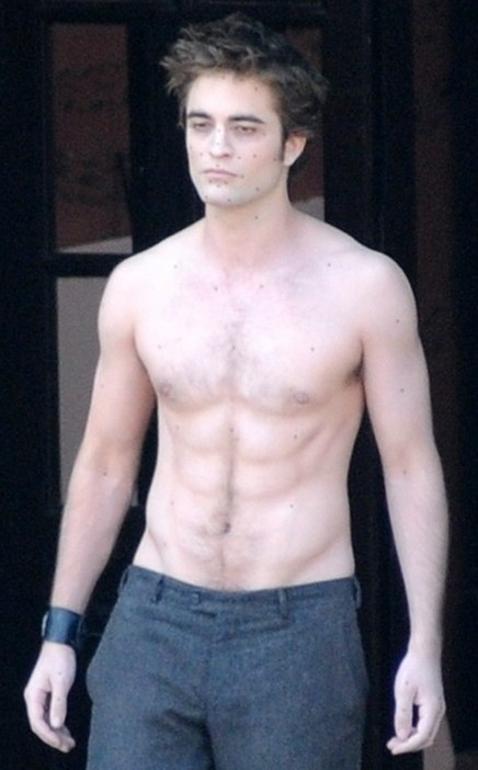 robert-pattinson-shirtless-on-set-of-twilight-new-moon-1