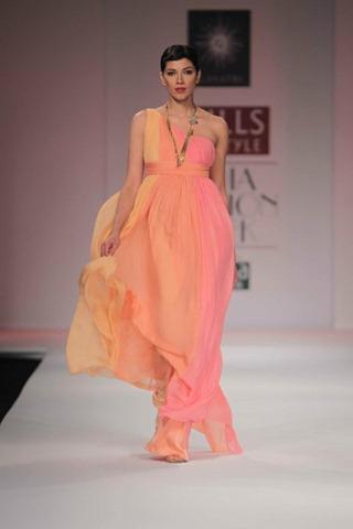 [WIFW SS 2011by Gayatri Khanna (19)[4].jpg]