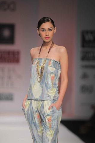 [WIFW SS 2011by Gayatri Khanna (10)[4].jpg]