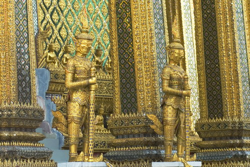 2%20Sculptures%20in%20front%20of%20Ubosot%20in%20Wat%20Phra%20Kaew%202 - Some Sculptures in Wat Phra Kaew