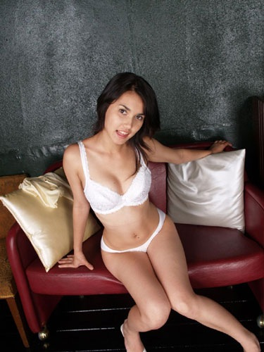 hot-japanese-girls-pose