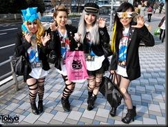 Lady-Gaga-Japanese-Fans-2010-04-17-021-P7172-600x450