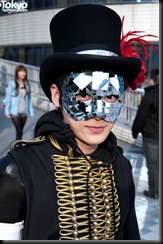 Lady-Gaga-Japanese-Fans-2010-04-17-049-P7223-600x903