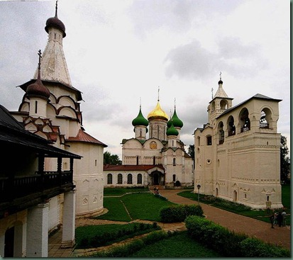 682px-Russia-Suzdal-St_Euthymius_Monastry-Transfiguration_Cathedral-Belfry