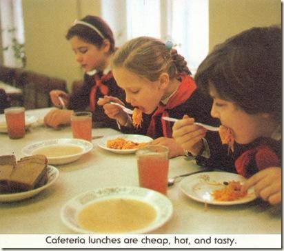 Обед в школьной столовой