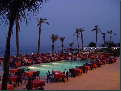Ресторан у бассейна