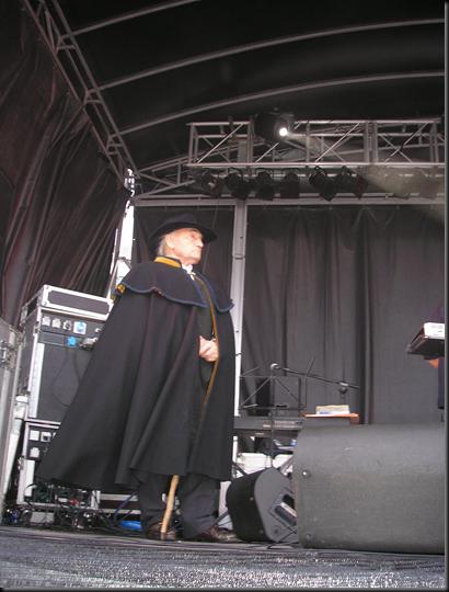 Peltó en el escenario
