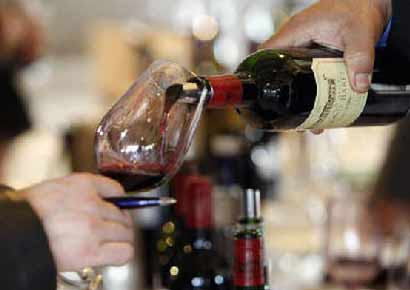 Drinking a glass of wine daily helps ward off dementia