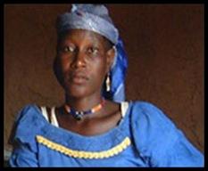 Hadijatou Mani foi estuprada e forçada a trabalhar na lavoura                                                                    Crédito: BBC Brasil