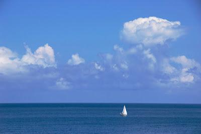 Sizilien Sicilia - Entspannung durch Blick auf das Mittelmeer in Mongerbino