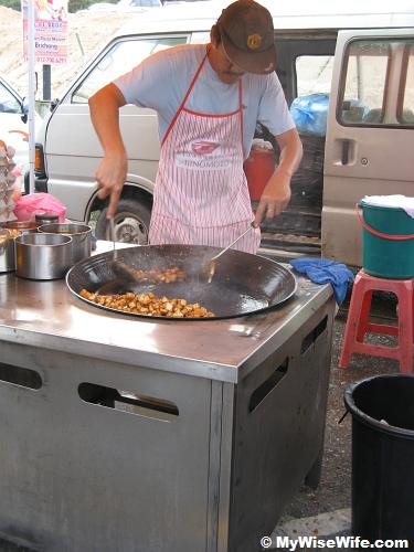 Fried Koay Kak in action