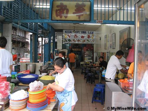 Hwa Lam Coffee Shop - left is the anchor stall