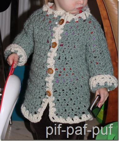 Så er Sofie klar, for stor hjemmehæklet trøje, toiletbræt og farmands kortholder. ;-)
