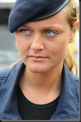 military_woman_austria_police_000019