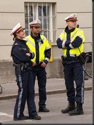 military_woman_austria_police_000021