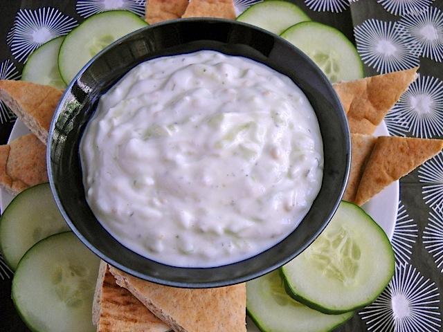 how to make garlic sauce with greek yogurt