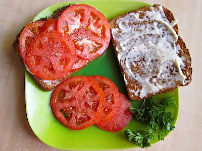 tomato sandwich