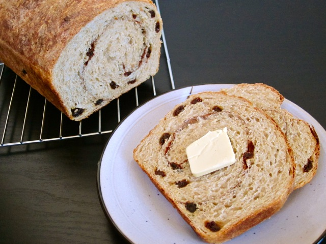 cinnamon raisin no knead bread