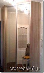 угловой шкаф купе с зеркальными дверями в коридор