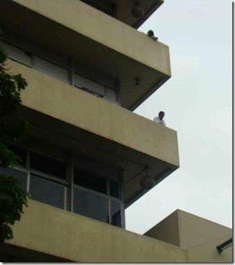 Funcionários da Folha observam protesto