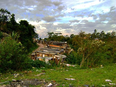 """Casas próximas ao """"novo"""" lixão do Sítio Joaninha. Foto: Flaviana Serafim"""
