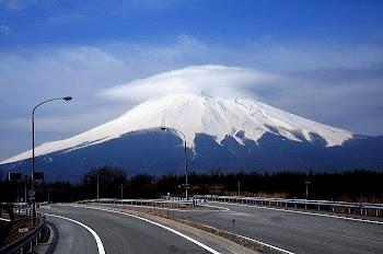 日本富士山有喷发迹象 周边850多次余震